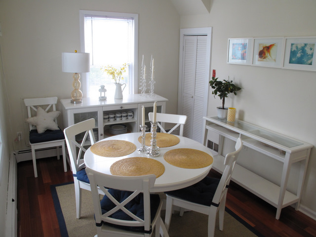 Dining room | Table extends to sit 6